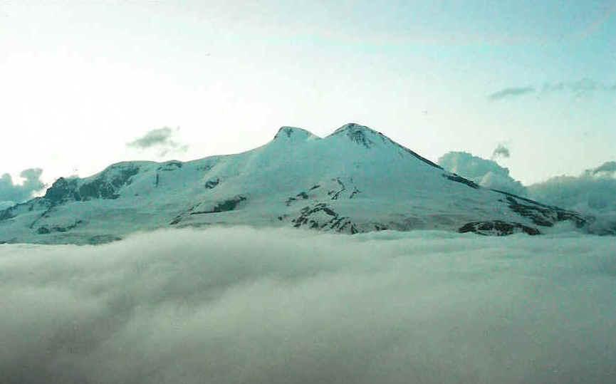 Elbrus pealpool pilvi